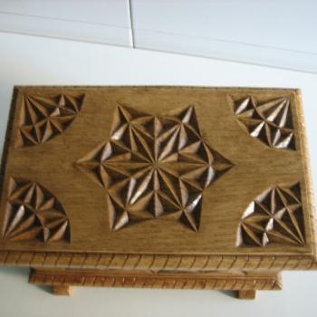 Caja castaño