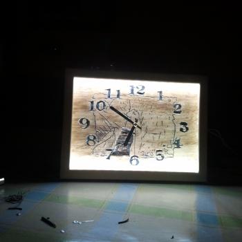retrato de mi niña y reloj pirograbado