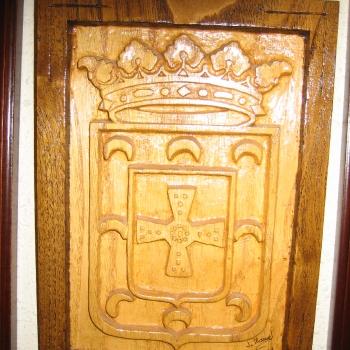 Escudo de Allande(Asturias) en castaño