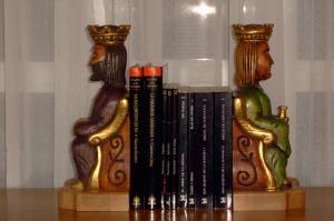 reyes romanicos para sujetar libros